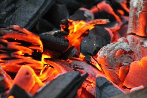 Feuerlauf über glühende Kohlen - Feuerlauftrainer